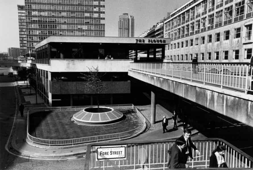 Elevated walkway - Barbican Centre - Fore Street G