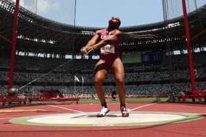 USA's Gwen Berry builds momentum in the women's hammer qualification round.