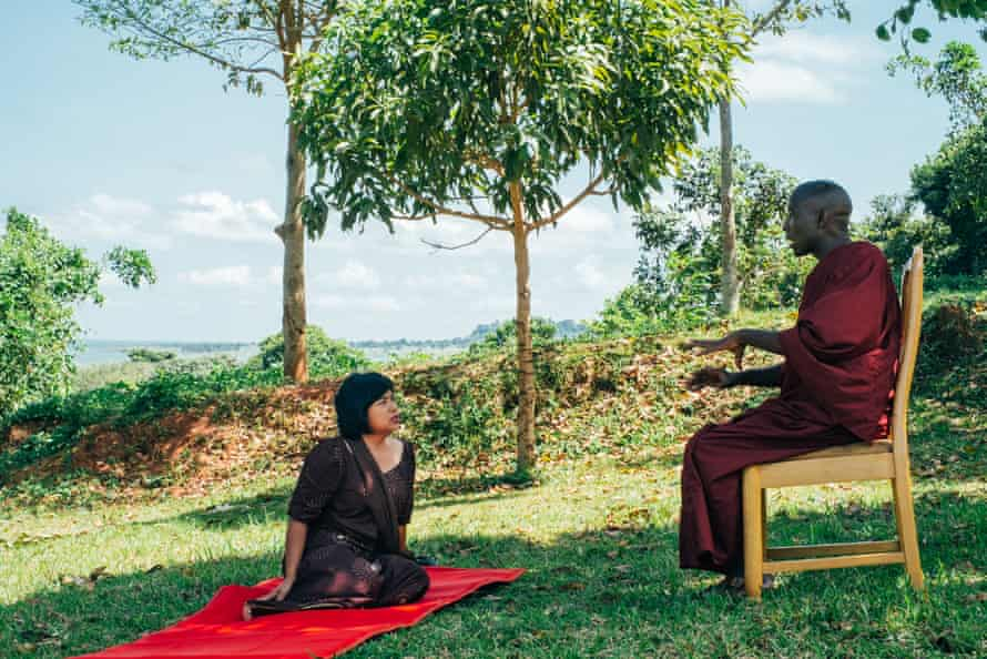 Buddharakkhita speaks with a Thai businesswoman who has supported the centre financially.