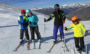 Olga Pratginestos and family skiing in Boí