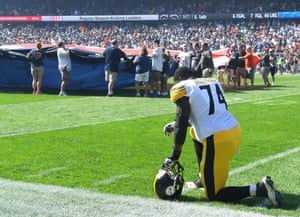 Steelers offensive tackle Chris Hubbard takes a knee before the game.