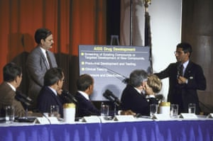 Dr. Anthony Fauci (R) lecturing to Pres. Ronald W. Reagan (L) and other members of the President's Commission on AIDS.