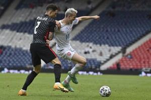 Czech Republic's Jakub Jankto, right, challenges for the ball with Croatia's Sime Vrsaljko.