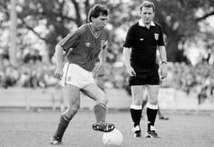Bryan Robson in action during the friendly against Aylesbury United at Bell Close. The referee is Brian Hill.
