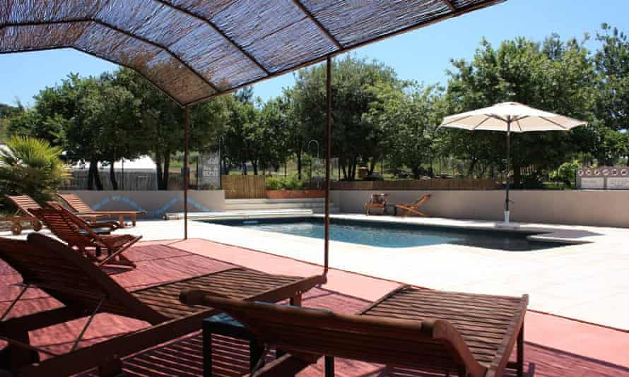 Pool and shady loungers at Les Olivettes