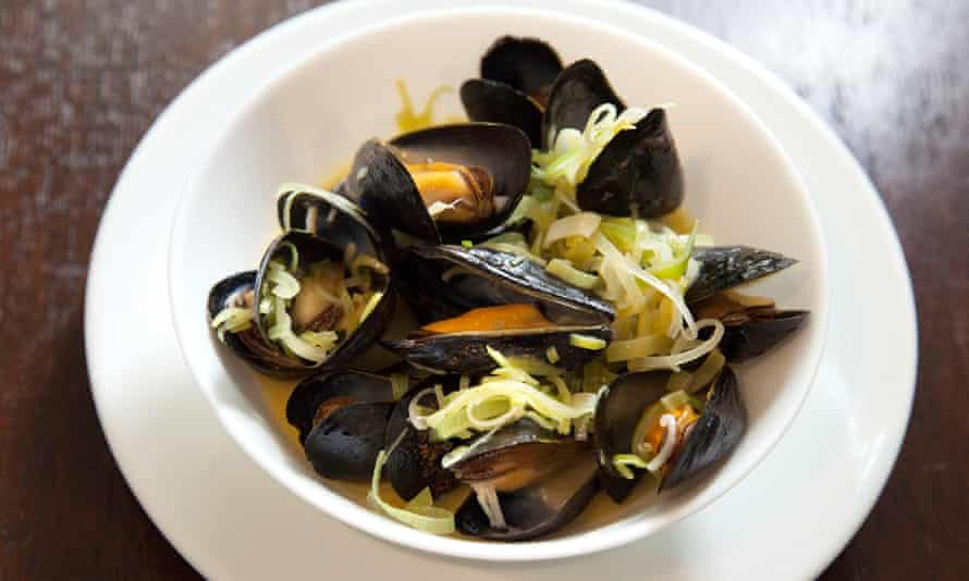 'Not a drop of that liquor goes back to the kitchen': mussels with leeks and cider.