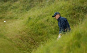 Jordan Spieth chips in for par at the 10th.