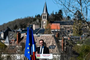 Socialist candidate Benoît Hamon delivers a speech in Château-Chinon.