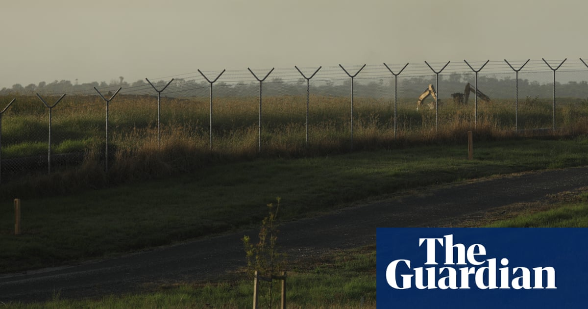 Western Sydney airport land purchase 'may generate some interest', officials told minister