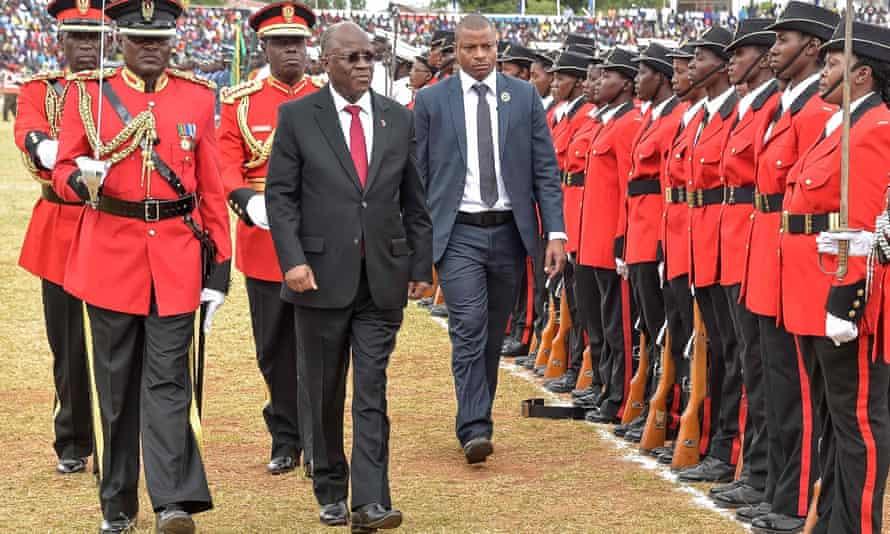 Tanzanian President John Magufuli (centre) in Dodoma