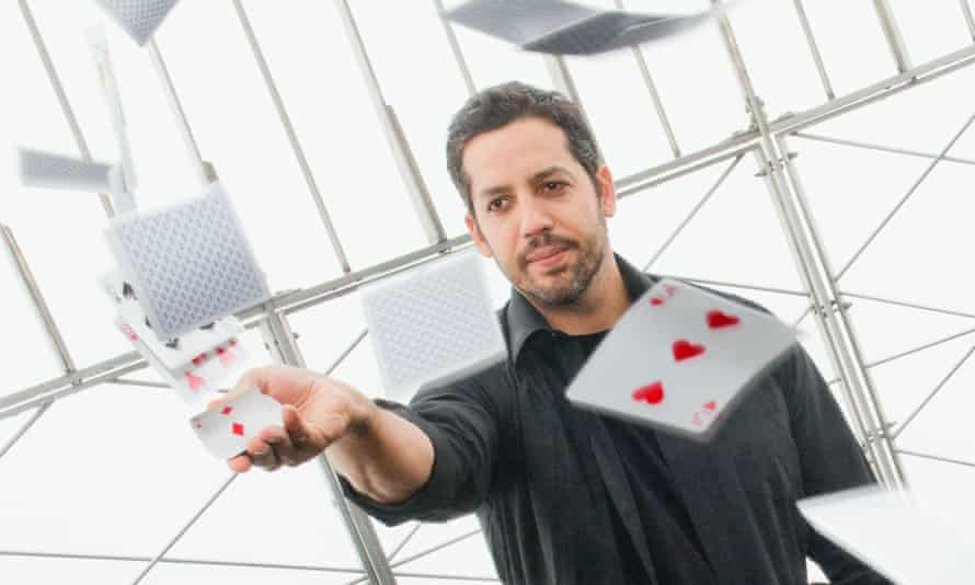 David Blaine performing a magic trick at the Empire State Building in 2014