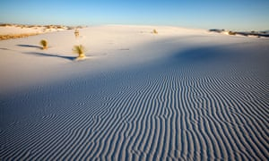 White Sands National Monument - The park authorities warn visitors against underestimating the heat and risk of dehydration.