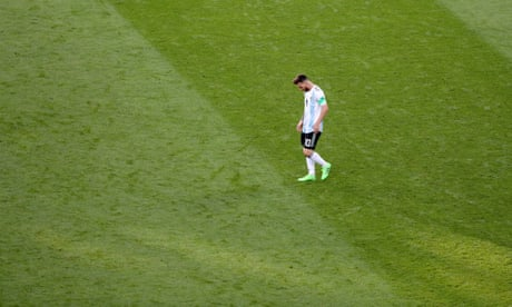 bb00c7d1ee3 The loneliness of Lionel Messi and Edinson Cavani shows up – World Cup  Football Daily