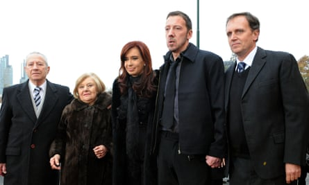 James Peck, Argentine citizen born in the Malvinas Islands, with President Cristina Fernández de Kirchner and the parents of Roberto Mario Fiorito, a soldier who died in the Falklands War, after getting his DNI (National Identity Document) 14 June 2011