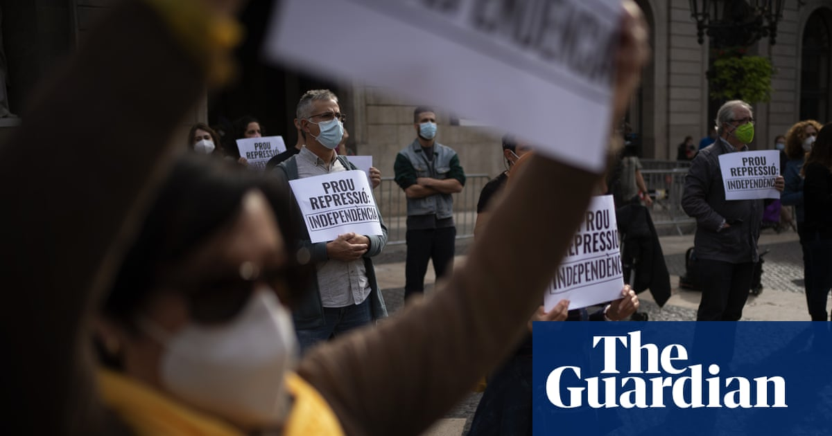 Spanish police arrest 21 in raids on Catalan separatists