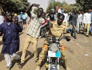 Sudanese protesters march towards the military headquarters during an anti-regime rally
