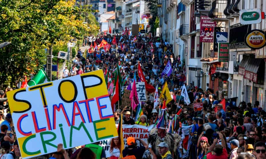 Climate change activists were among thousands on an anti-G7 march on Saturday to Irun in Spain.