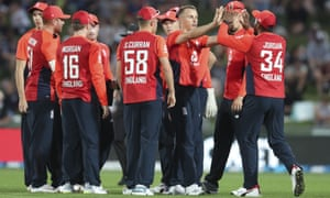 England's Tom Curran, third from right, and teammates celebrate the wicket of New Zealand's Martin Guptill