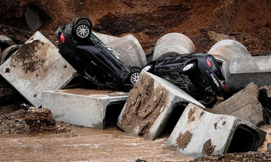 سيارات مكسورة في Erfstadt-Plassem