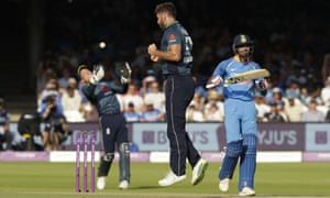 England's Liam Plunkett, center, celebrates taking the wicket of India's Hardik Pandya, right, caught by England wicketkeeper Jos Buttler.