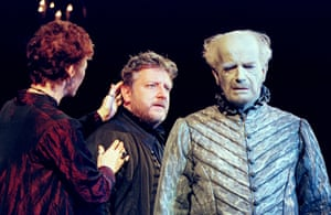 Sara Kestelman (Gertrude), Simon Russell Beale (Hamlet) and Sylvester Morand (Hamlet's Father/Ghost) at the Lyttelton in 2000.