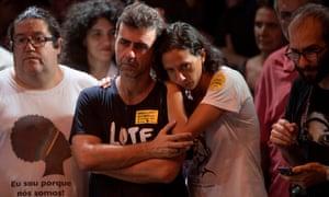 Marcelo Freixo(左),里约热内卢州社会主义和自由党代表(PSOL)和已故活动家Marielle Franco的遗,Monica Tereza Benicio(R),出席在里约热内卢的Circo Voador举行的巴西左派政党集会巴西的Janeiro,2018年4月2日。巴西最高法院的首席大法官敦促平静,并在一项可能让前总统Luiz Inacio Lula da Silva入狱的裁决之前警告不要暴力 - 或者让他退出 - 监狱卡。 /法新社图片/ Mauro PimentelMAURO PIMENTEL / AFP / Getty Images
