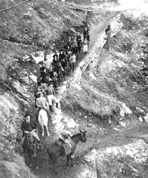 A party rides down the Angle Trail on 16 March 1911. Teddy Roosevelt, the 26th US president, can be seen at the front.