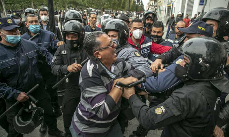 Tunisian security clash with demonstrators. Tunis, Tunisia on February 06, 2021.