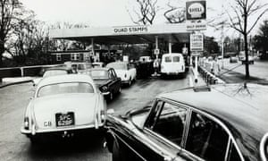 Cars queue for petrol during the oil crisis of 1973.