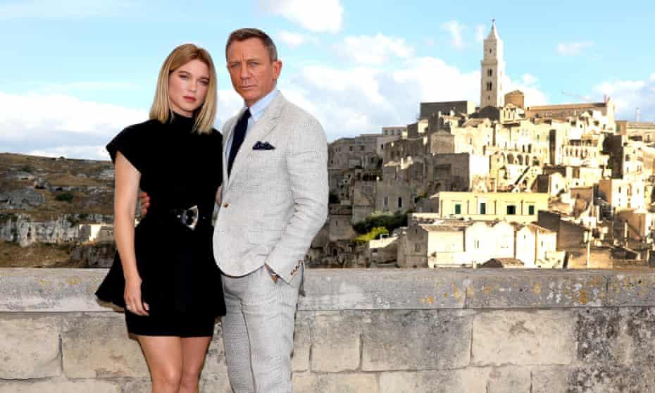 Léa Seydoux and Daniel Craig in Matera