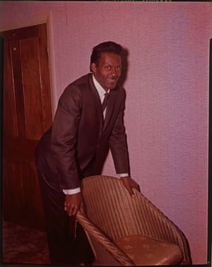 Chuck Berry in a London hotel room, circa 1965