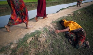 An exhausted Rohingya refugee cries for help to other refugees as they continue their way after crossing from Myanmar into Palang Khali in Bangladesh. 2 November, 2017.