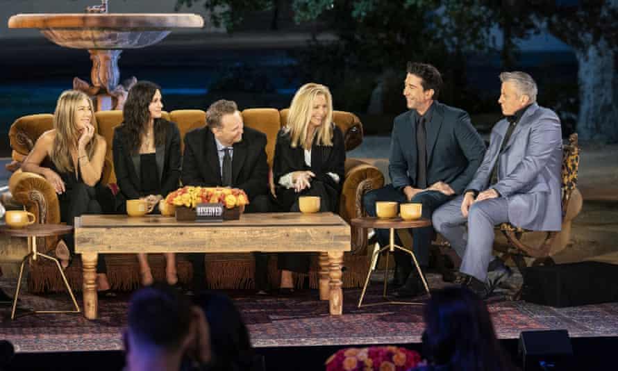 Jennifer Aniston, Courteney Cox, Matthew Perry, Lisa Kudrow, David Schwimmer and Matt LeBlanc in a scene from the Friends reunion special.
