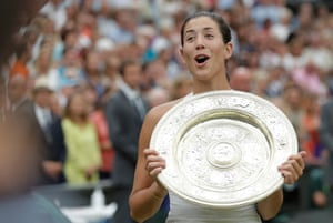 Garbine Muguruza spots King Juan Carlos of Spain in the crowd as she parades with the Venus Rosewater Dish after victory in the Women's singles final