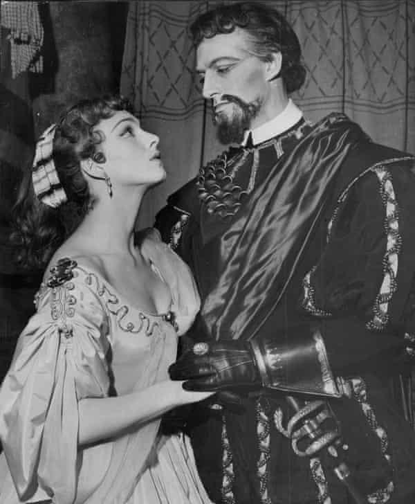 Barbara Jefford as Desdemona with Basil Hoskins as Lodovico in a production of Othello at the Shakespeare Memorial Theatre, Stratford-upon-Avon, 1954.