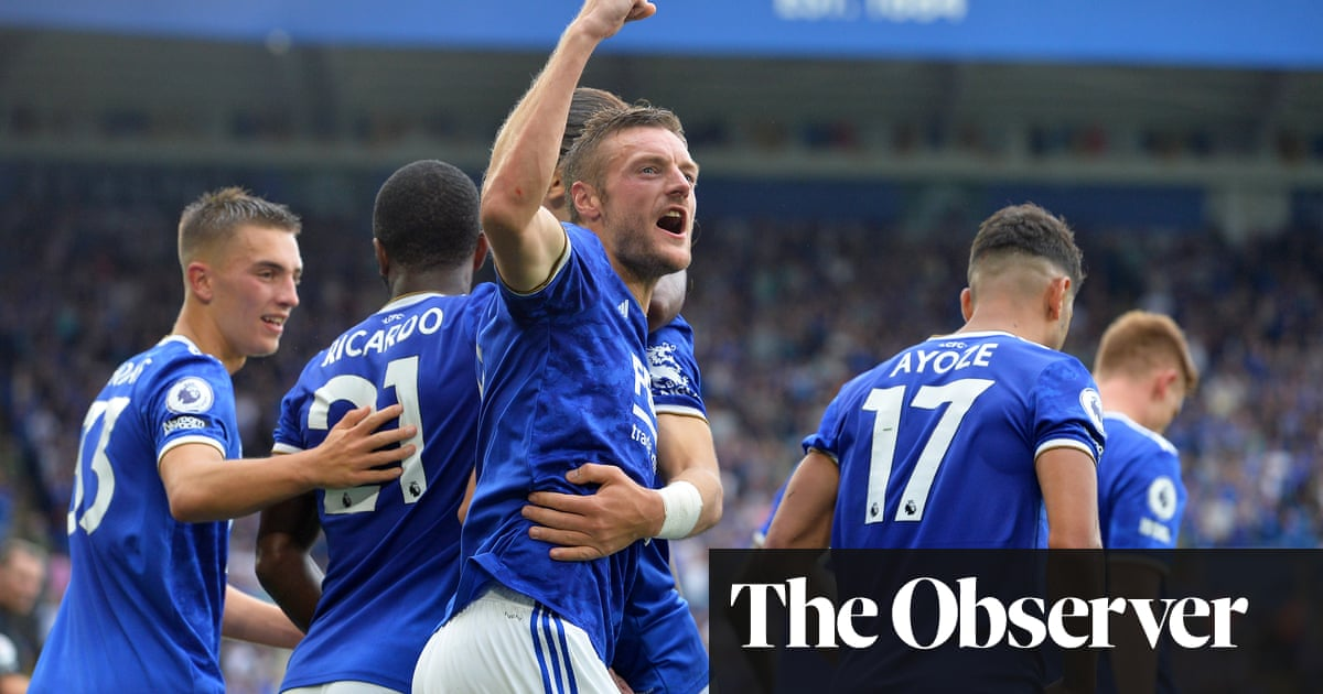 Jamie Vardy sinks Wolves to get Leicester up and running