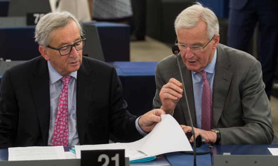 Michel Barnier (right) with the European commission president, Jean-Claude Juncker.