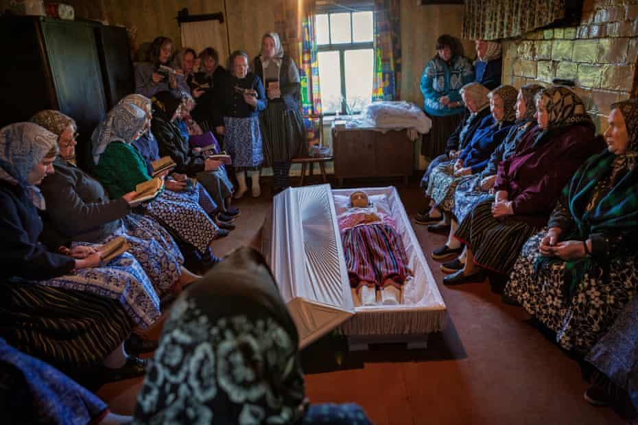 'Emotional moment' … the funeral of Koksi Leida, 2008