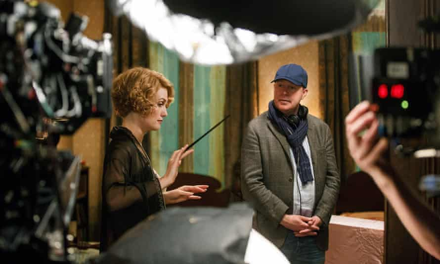 Director David Yates and actor Alison Sudol on the set of Fantastic Beasts and Where to Find Them.