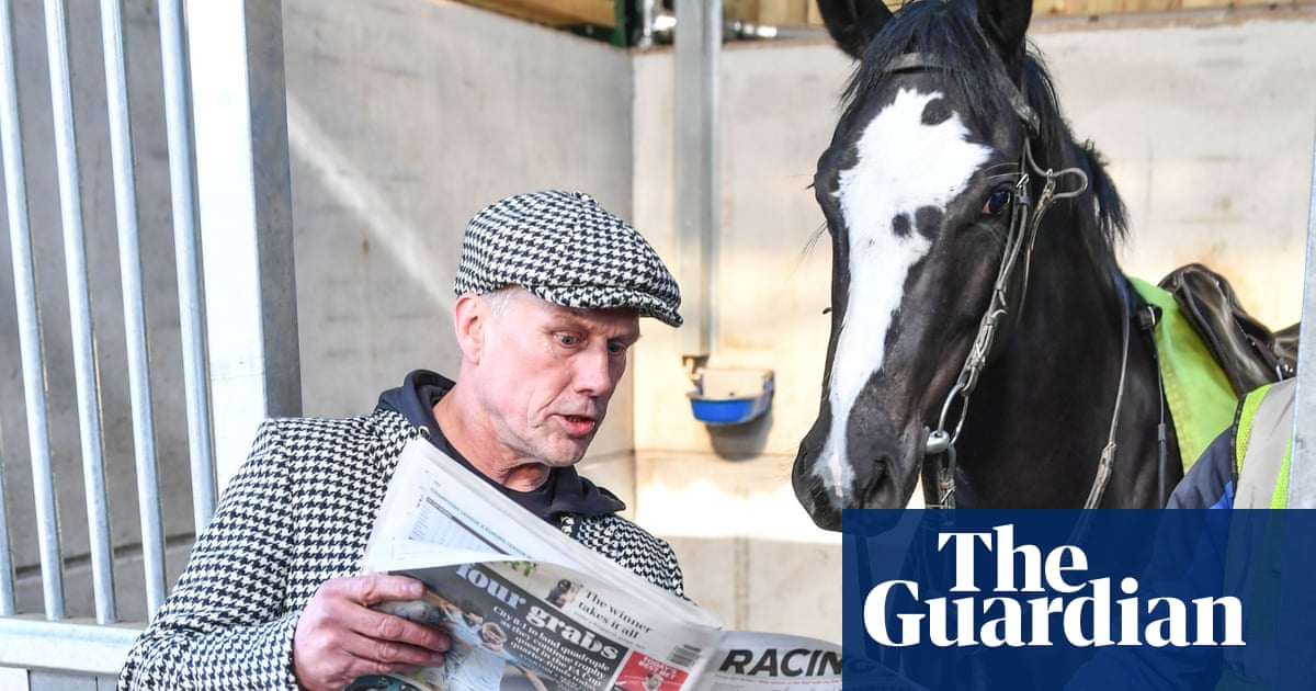 Unhappy Monday for Happy Mondays' Bez after his horse refuses to race
