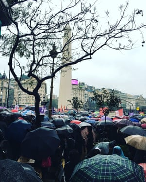 Thousands of women around the Obelisco de Buenos Aires, before the march started