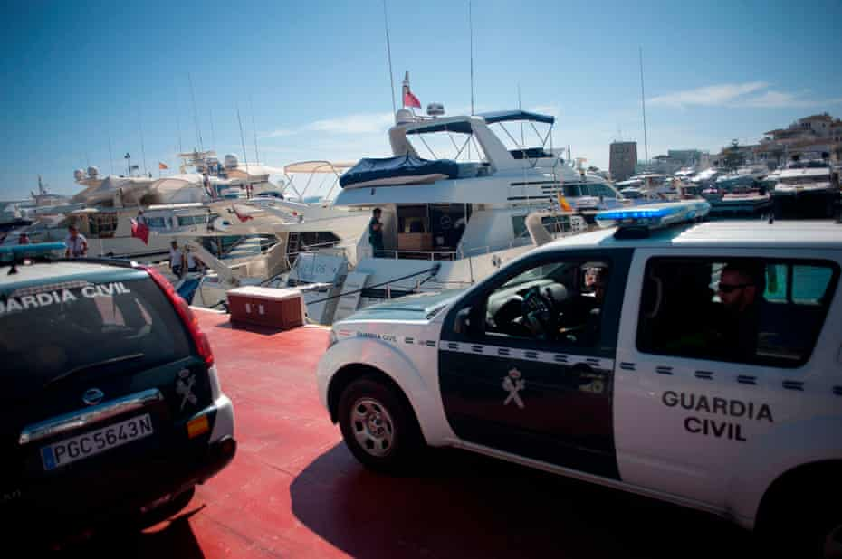 Officers of the Guardia Civil on the docks during a raid targeting the Russian mafia in Puerto Banús in 2017.