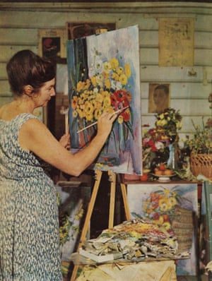 Margaret Olley painting at Farndon in 1966