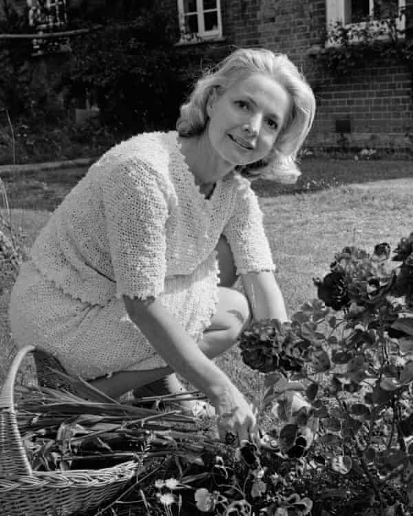 Elizabeth Sellars working in her Buckinghamshire garden in 1967.