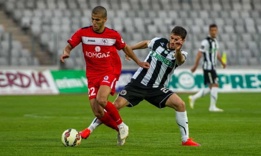 Aymen Tahar playing for Gaz Metan in 2015.