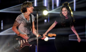 Keith Urban and Amy Shark perform at the Arias