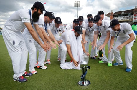Alistair Cook and the rest of the England team celebrate with the Ashes urn