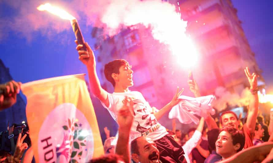 HDP supporters celebrate