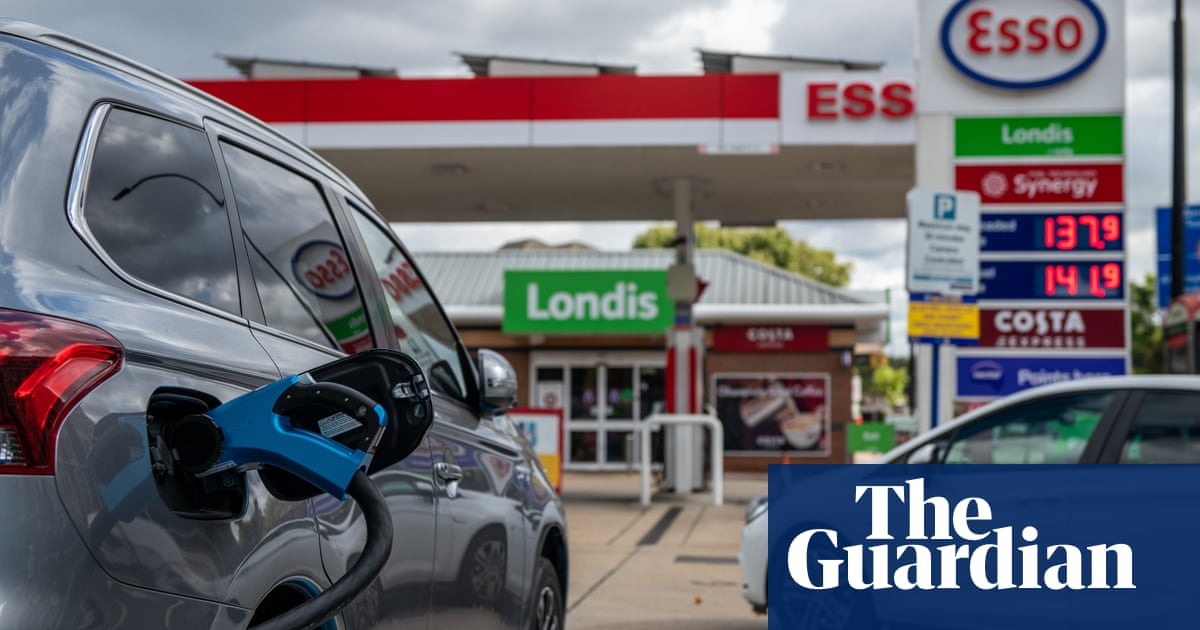 UK car sales plunge but electric vehicles soar to record amid fuel crisis