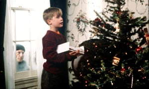 Joe Pesci and Macaulay Culkin in Home Alone.